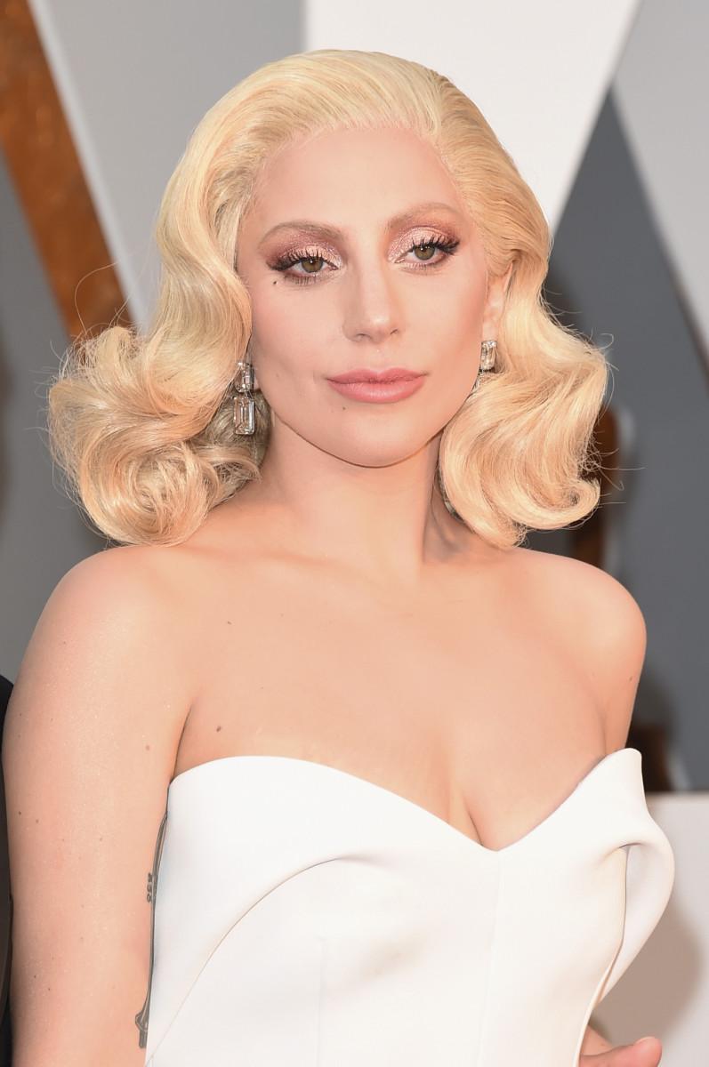 Gaga's pink, sparkly lids. (Photo: Jason Merritt/Getty Images)