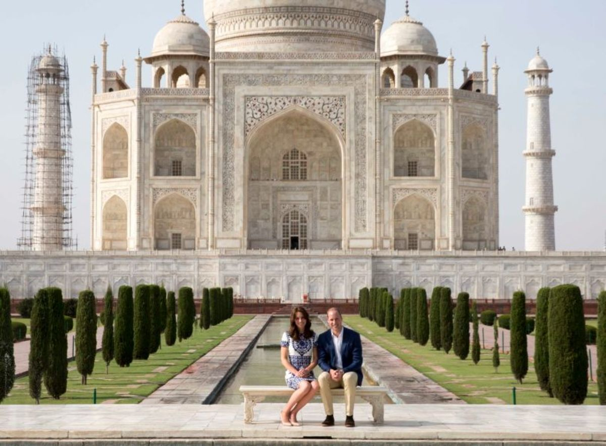 Kate and Wills reenacting Princess Diana's iconic photo in front of the Taj Mahal on April 16. Photo: Ian Vogler - Pool/Getty Images
