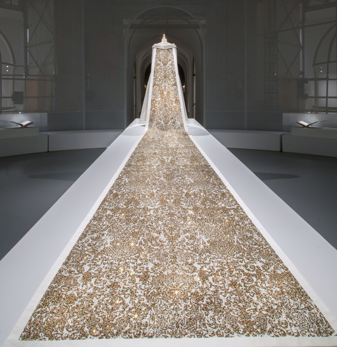 Chanel Wedding ensemble by Karl Lagerfeld for House of Chanel. Photo: The Metropolitan Museum of Art/Nicholas Alan Cope