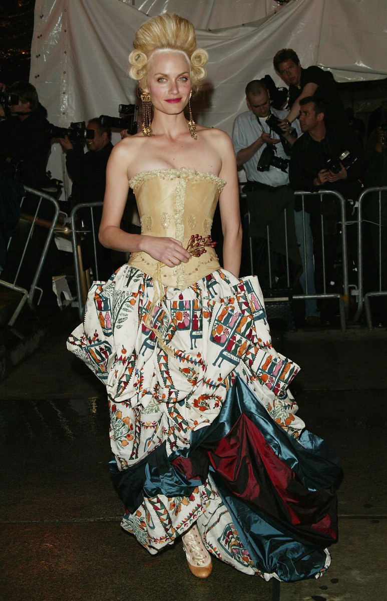 Valletta in Maggie Norris Couture corset and John Galliano skirt at the 'Dangerous Liaisons: Fashion And Furniture In The 18th Century' Met Gala in 2004. Photo: Getty Images