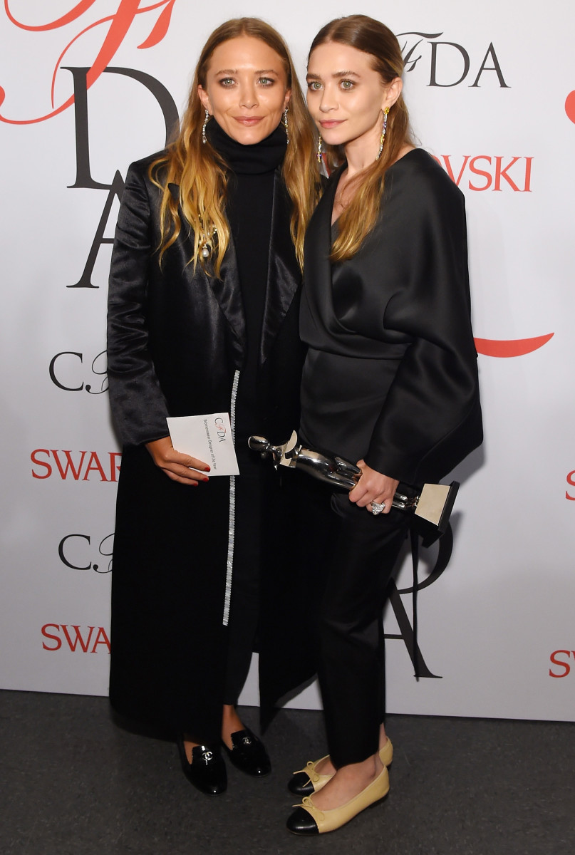 Mary-Kate Olsen and Ashley Olsen on the winners walk at the 2015 CFDA Fashion Awards. Photo: Larry Busacca/Getty Images