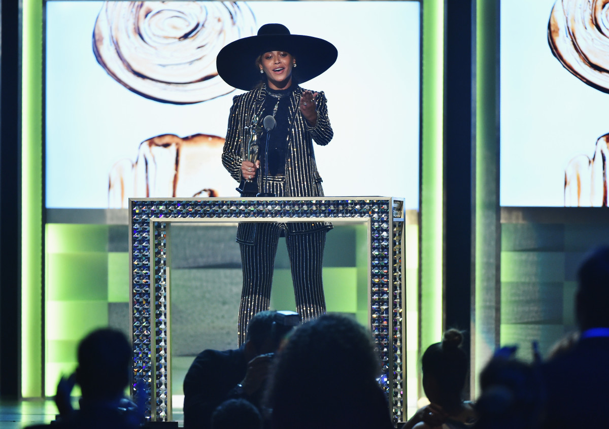 Beyoncé accepts the CFDA Fashion Icon Award. Photo: Photo by Theo Wargo/Getty Images