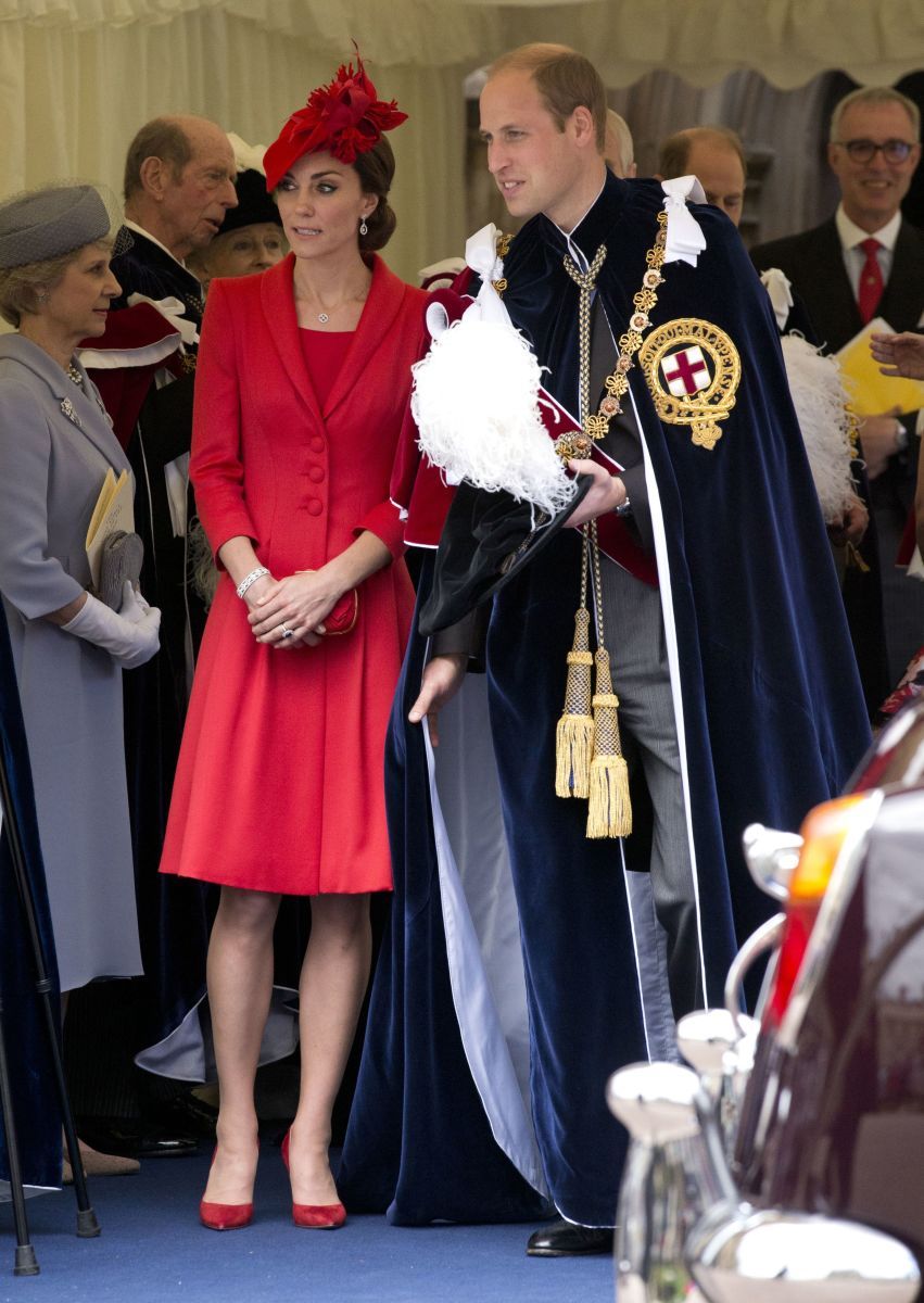 Royals wait for valet parking. Photo: Matt Dunham/AFP/Getty Images