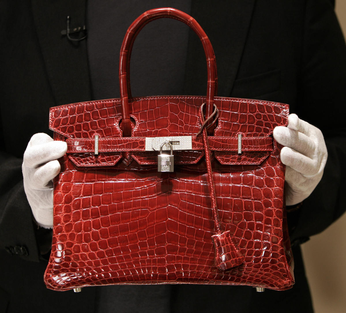A crocodile Hermès Birkin Bag at the brand's store in New York in 2007. Photo: Timothy A. Clary/AFP/Getty Images