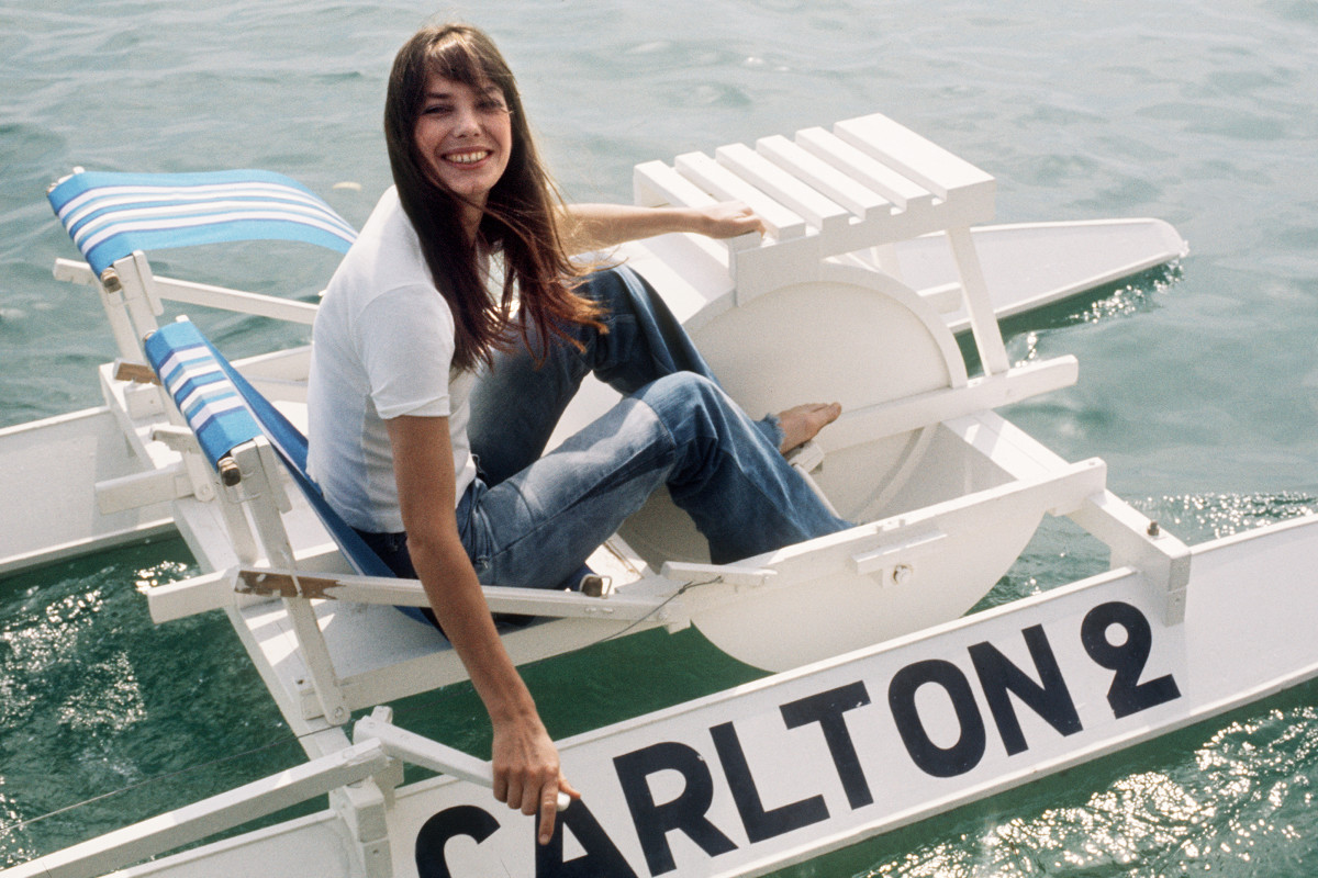 Jane Birkin goes out on a pedalo during the Cannes Film Festival in 1974. Photo: AFP/Getty Images
