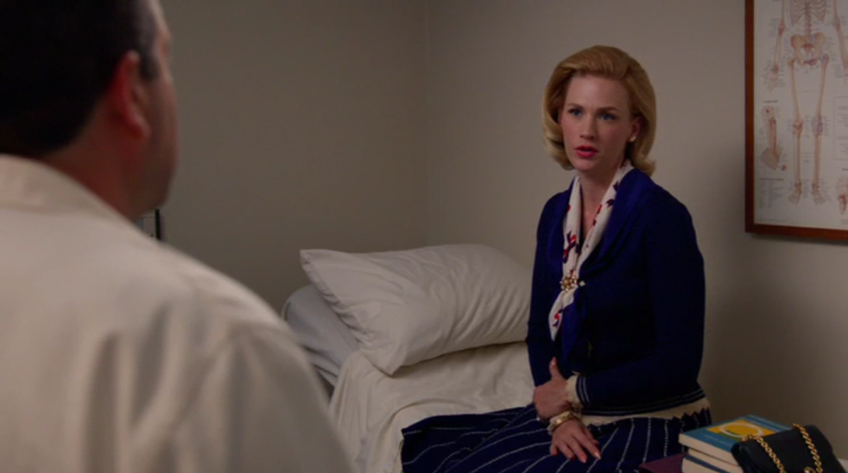 Betty makes even a broken rib look fashionable. Screengrab: AMC