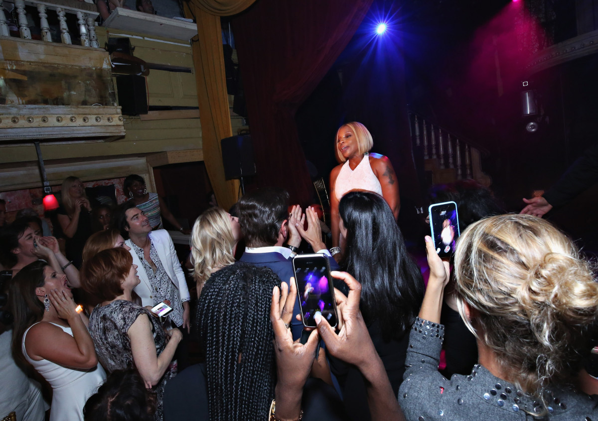 People freaking out at Mary J. Blige. Photo: Cindy Ord/Getty Images
