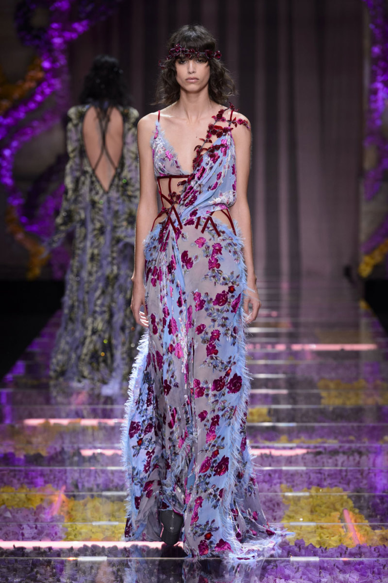 Atelier Versace Sends Haute Couture Hippies Down the Runway for Fall ...