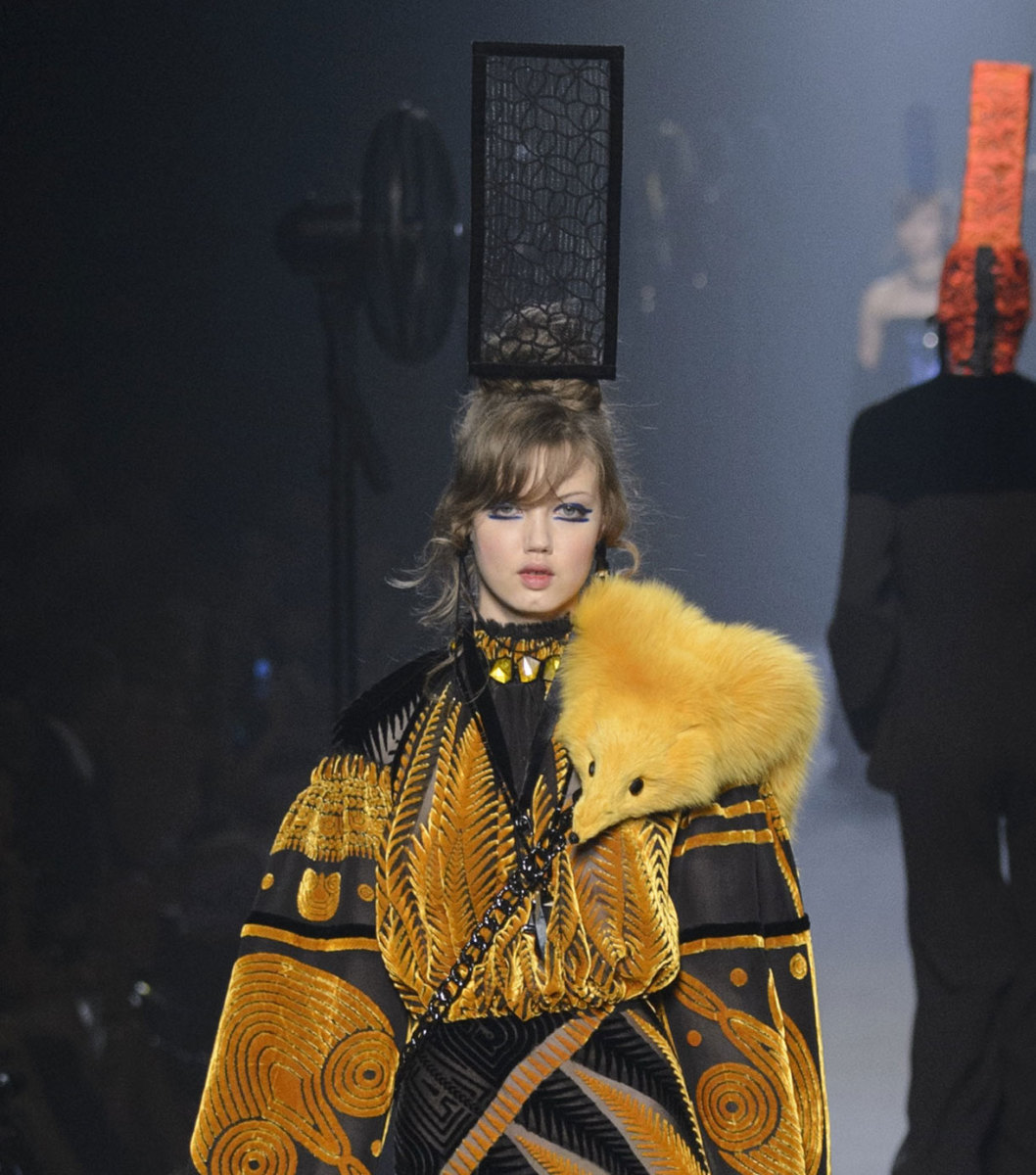 """Idk what I'm wearing either."" -Lindsey Wixson. A look from Jean Paul Gaultier's fall 2015 couture collection. Photo: Imaxtree"