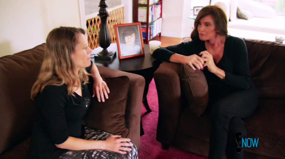 Jenner visits Kyler Prescott's mother, Katherine. Screengrab: E!