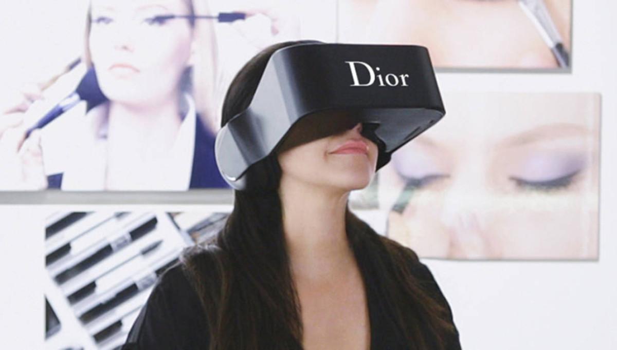 Photo: DiorEyes virtual reality headset