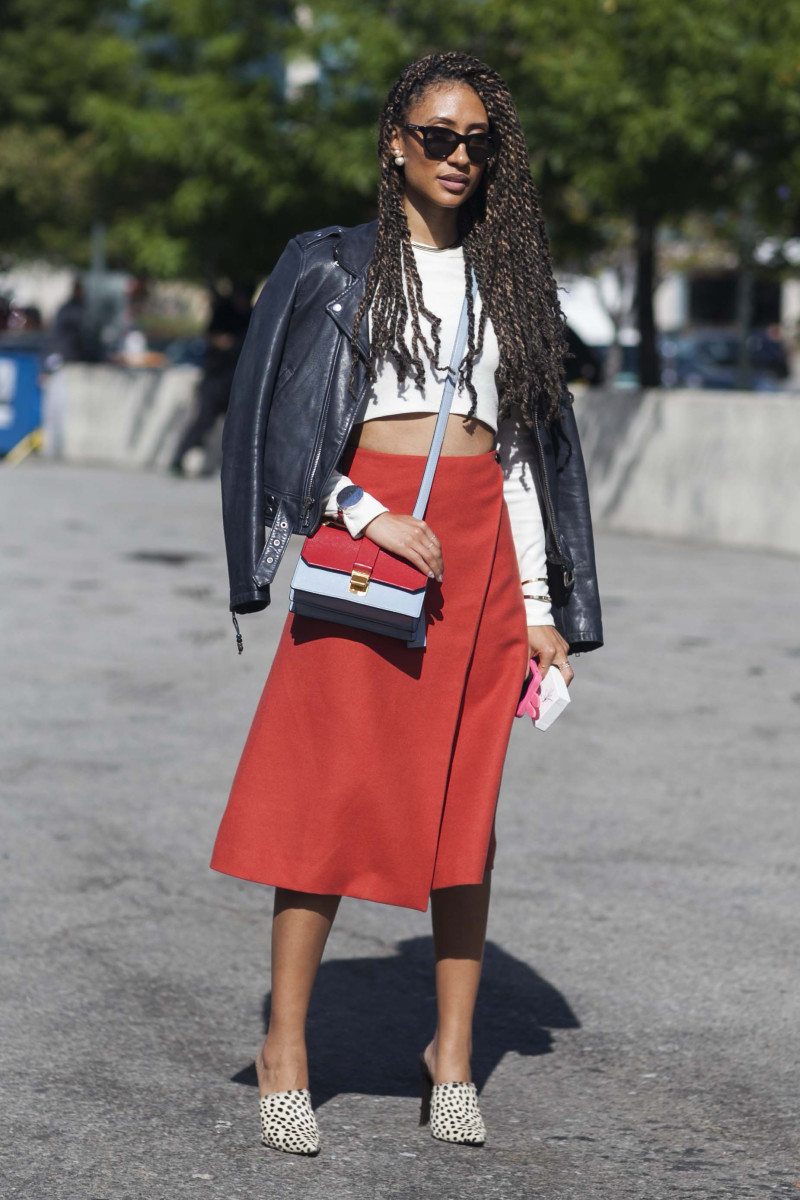 Teen Vogue's Elaine Welteroth in Theory top, Miu Miu bag and Jenni Kayne shoes. Photo: Emily Malan/Fashionista