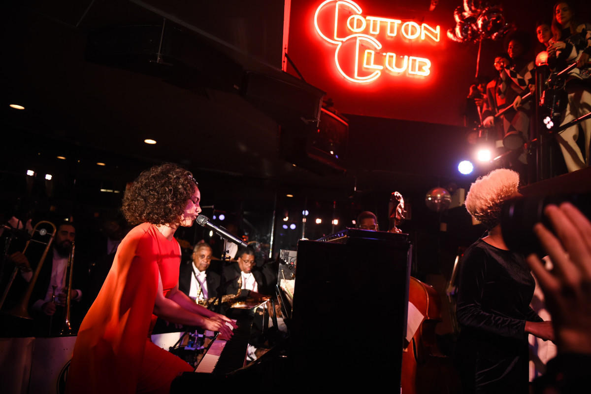 Alicia Keys performs at Stella McCartney's autumn 2017 presentation at Cotton Club. Photo: BFA