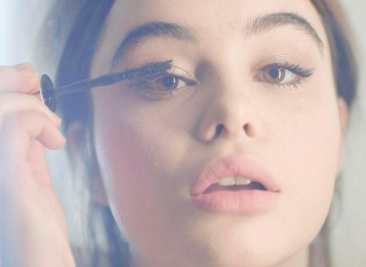 Mascara, the magical eye-opener of the beauty world. Photo: @maybelline/Instagram