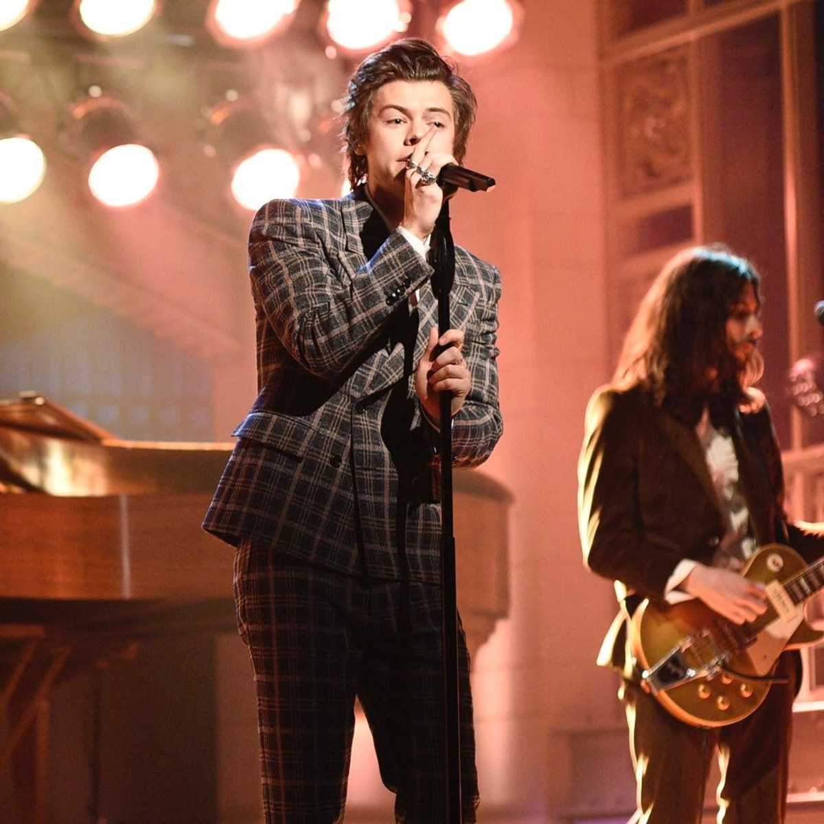 But Of Course Harry Styles Wore Gucci for His Big 'SNL ...