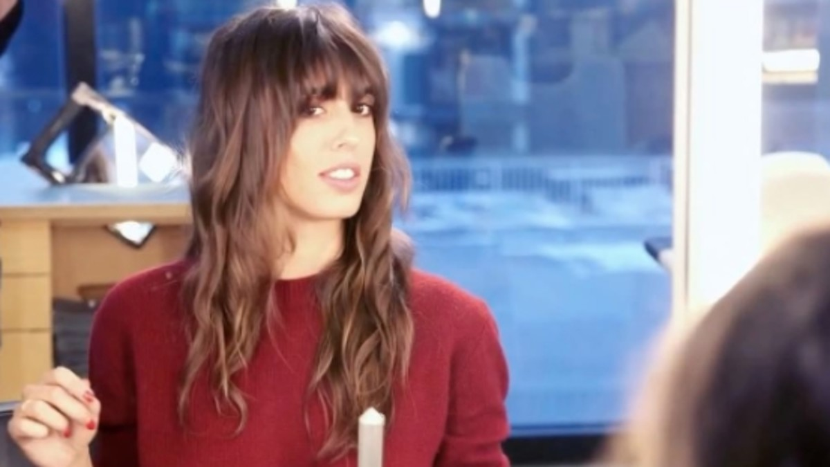 """Violette's """"French/British"""" girl hair. Photo: YouTube"""
