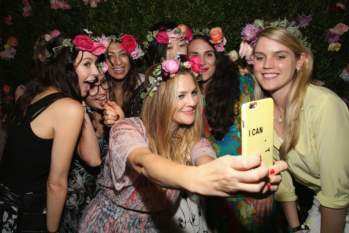 Drew Barrymore with fans at 2016 Beautycon. Photo: Paul Zimmerman/Getty Images