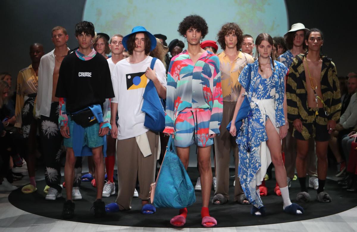 Where Can I Get Hawaiian Shirts In Dubai - DREAMWORKS