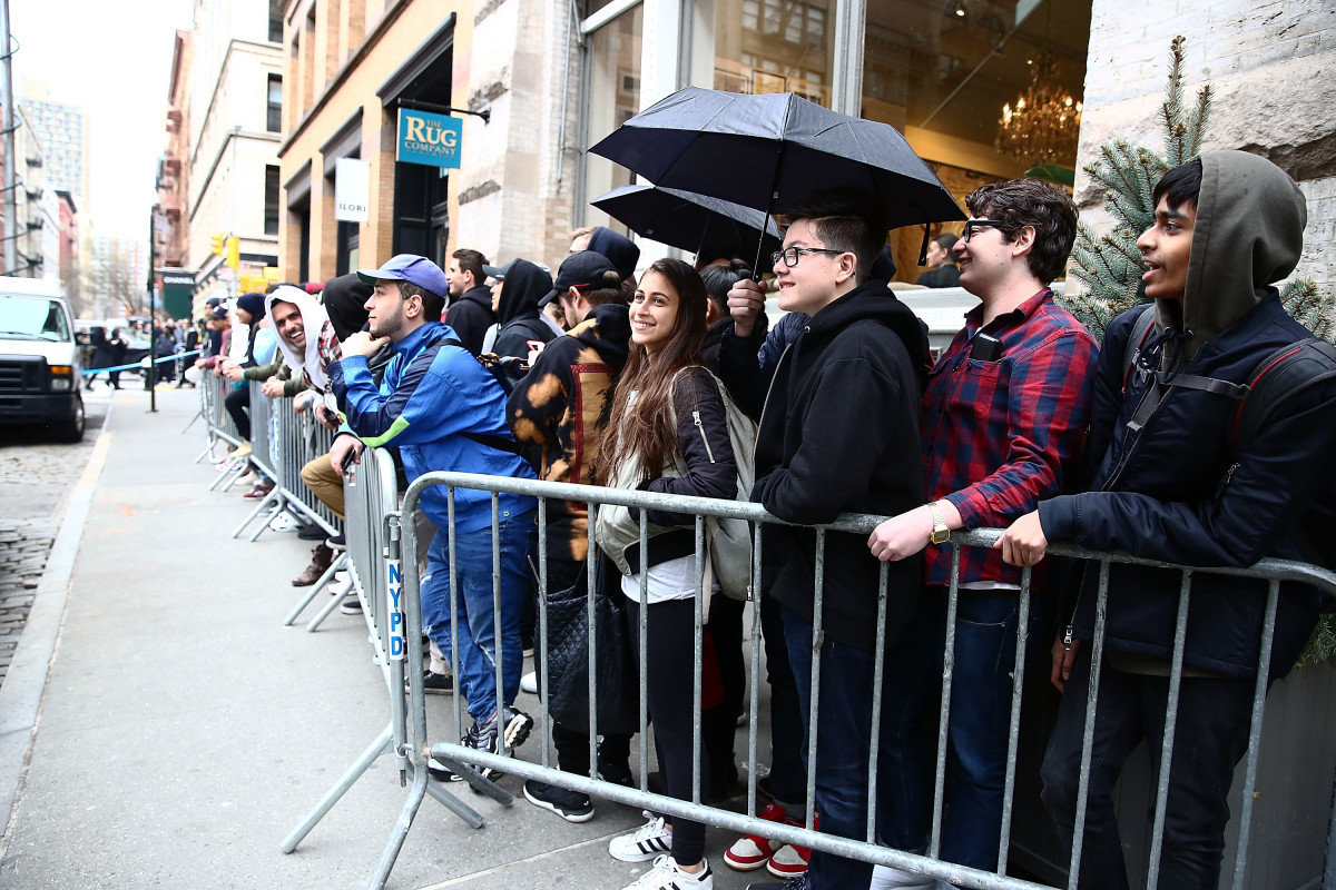 "Crowds line up near the Kanye West ""Pablo"" pop-up in New York City. Photo: Astrid Stawiarz/Getty Images"