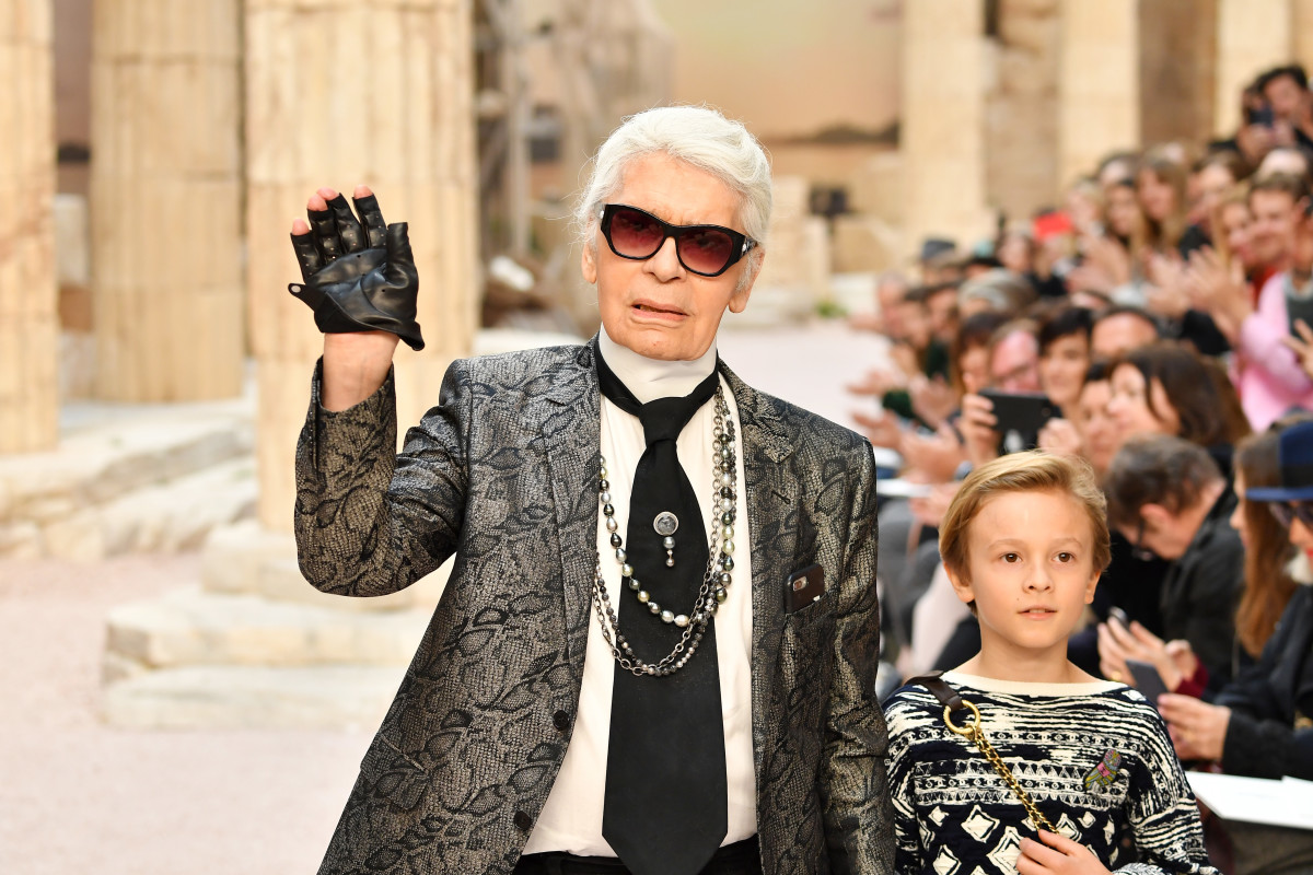 Karl Lagerfeld and nephew Hudson Kroenig at Chanel's Cruise 2017 runway show on May 3, 2017 in Paris. Photo: Pascal Le Segretain/Getty Images