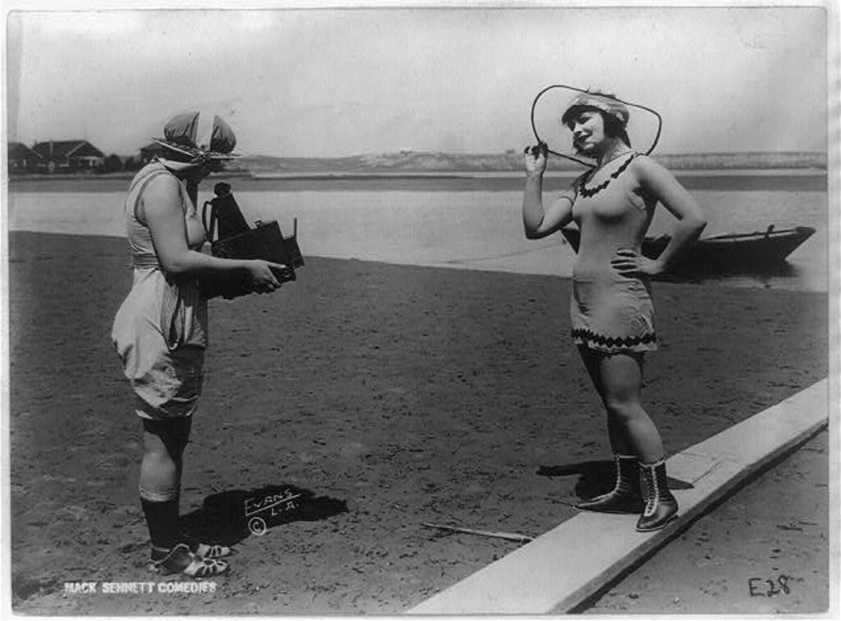 Women wore multiple layers of stockings and shoes to Los Angeles beaches in 1918. Photo: Library of Congress
