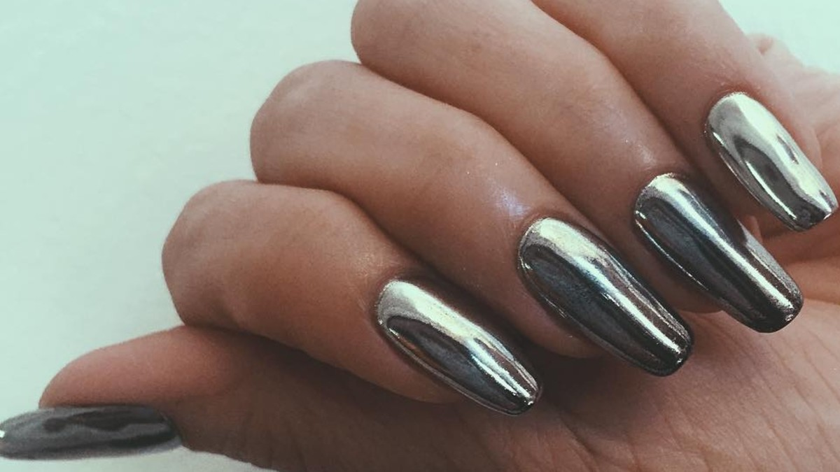 These Videos of Chrome Nails in Progress Are Completely Mesmerizing ...