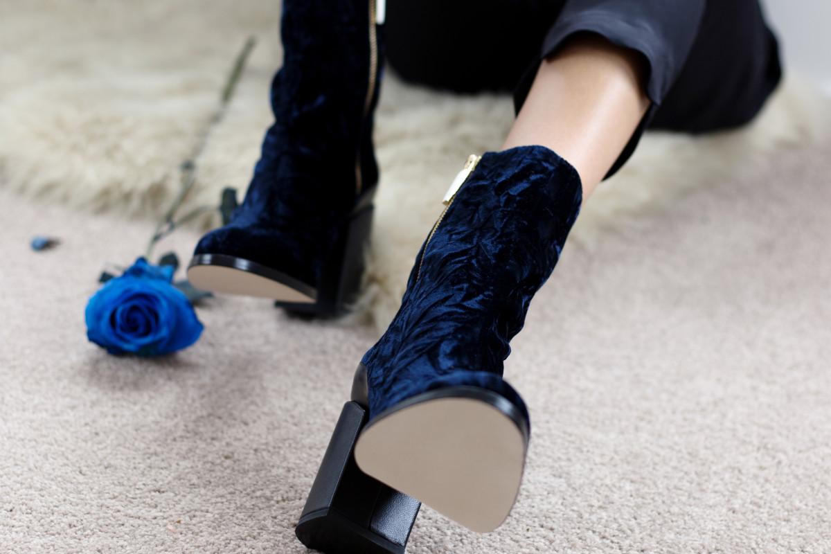 The Spirit boot in blue velvet. Photo: Dear Frances