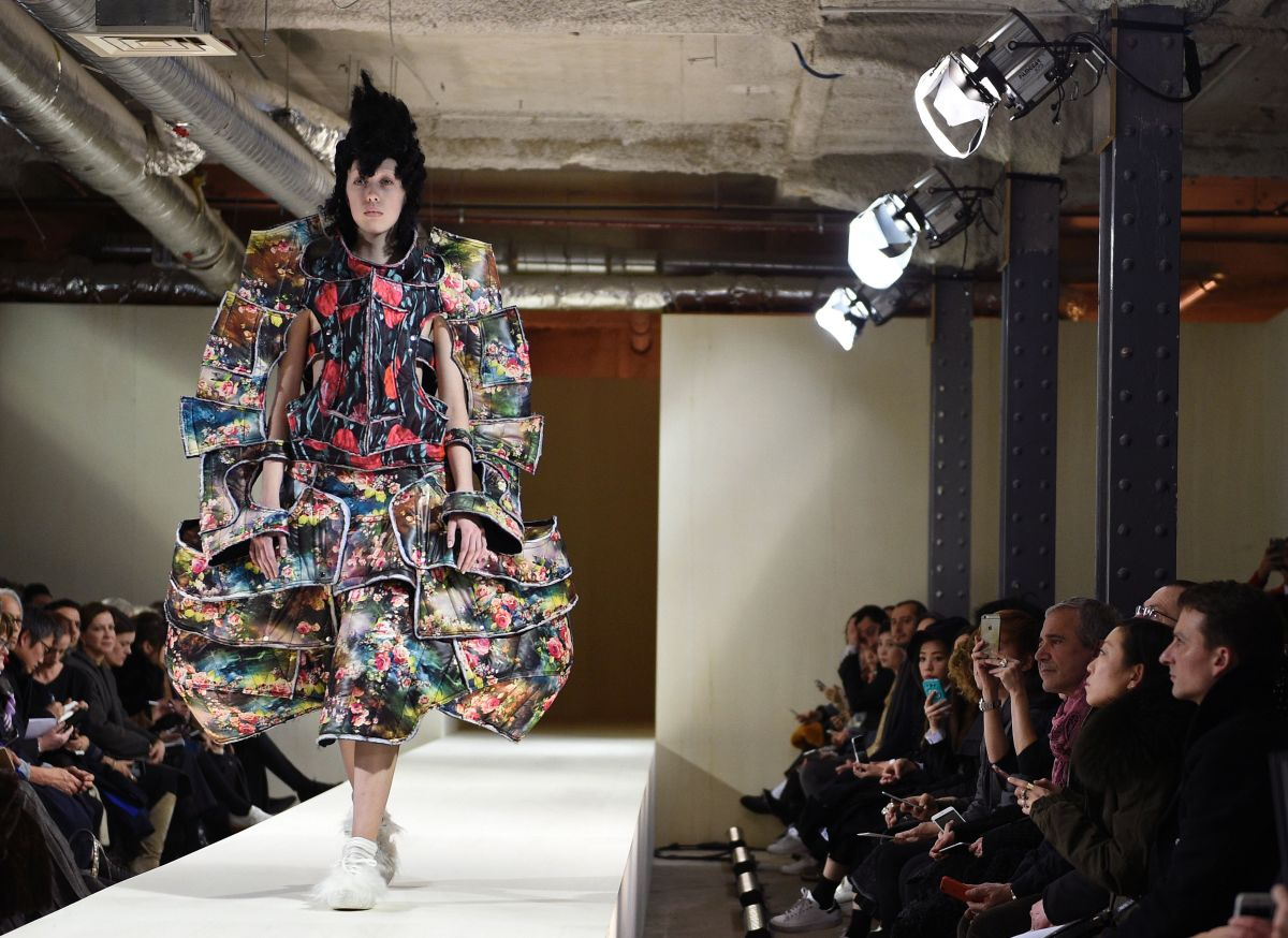 A look from the Comme des Garçons fall 2016 couture collection. Photo: Martin Bureau/Getty Images