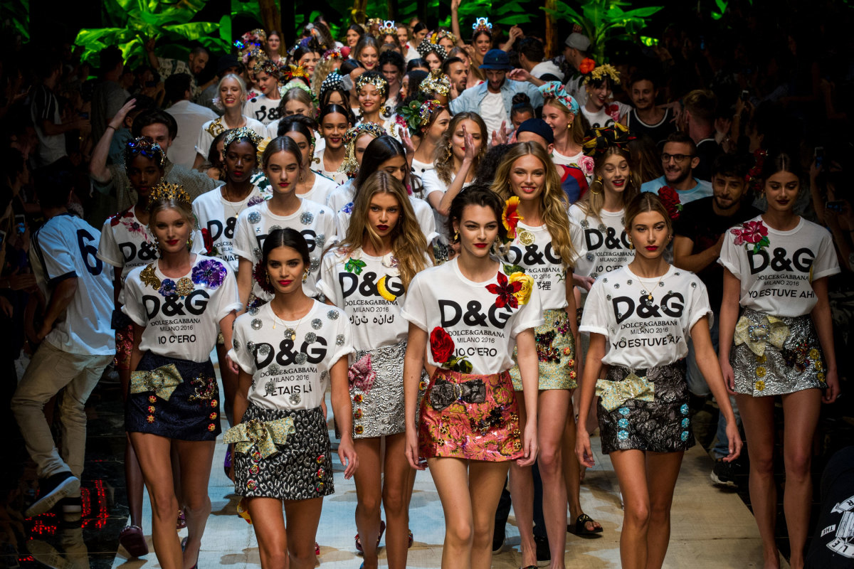 7a5fca72e36 Every Look From the Dolce & Gabbana Spring 2017 Collection - Fashionista