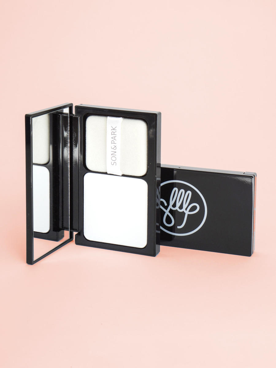 Son & Park Flawless Pore Pact, one of Soko Glam's most-popular products of 2016.