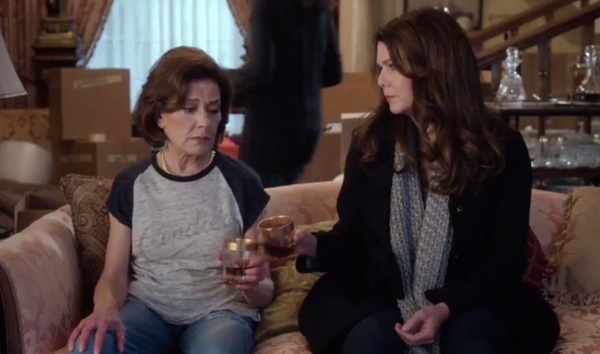 Emily (Kelly Bishop) and Lorelai. Screengrab: Netflix