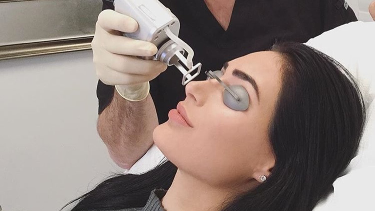 A patient receiving Coolaser skin resurfacing treatment in Dr. Simon Ourian's office. Photo: @simonourianmd1/Instagram