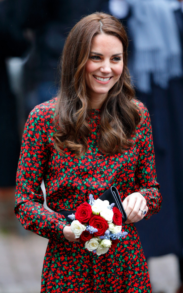 kate middleton attends a christmas party for volunteers at the mix youth service in london - Kate Middleton Christmas