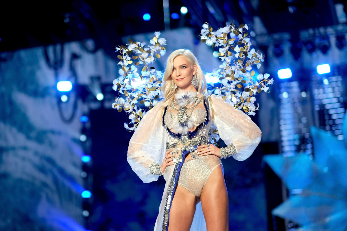 Karlie Kloss, one of Maja Chiesi's client, walks the 2017 Victoria's Secret Fashion Show. Photo: Matt Winkelmeyer/Getty Images