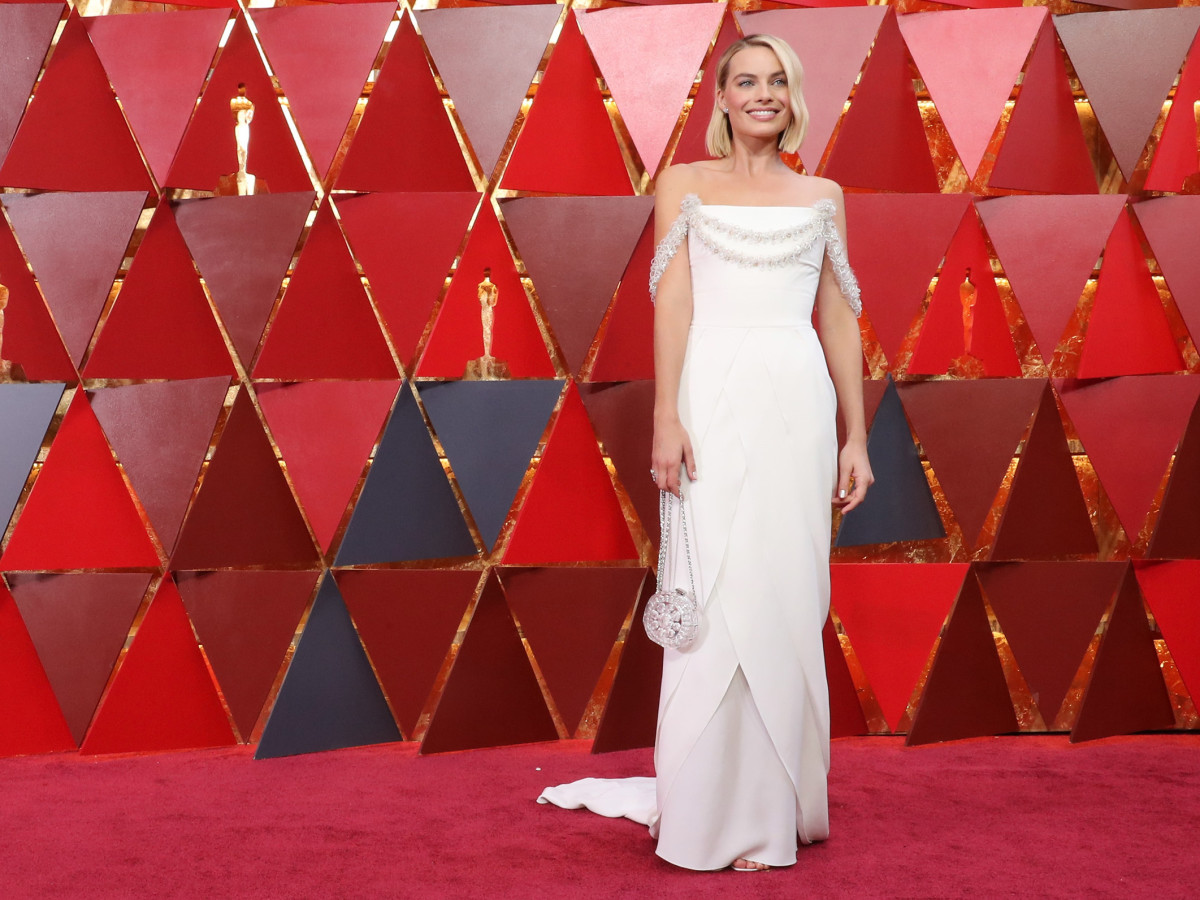 Margot Robbie in Chanel at the 2018 Academy Awards. Photo: Neilson Barnard/Getty Images