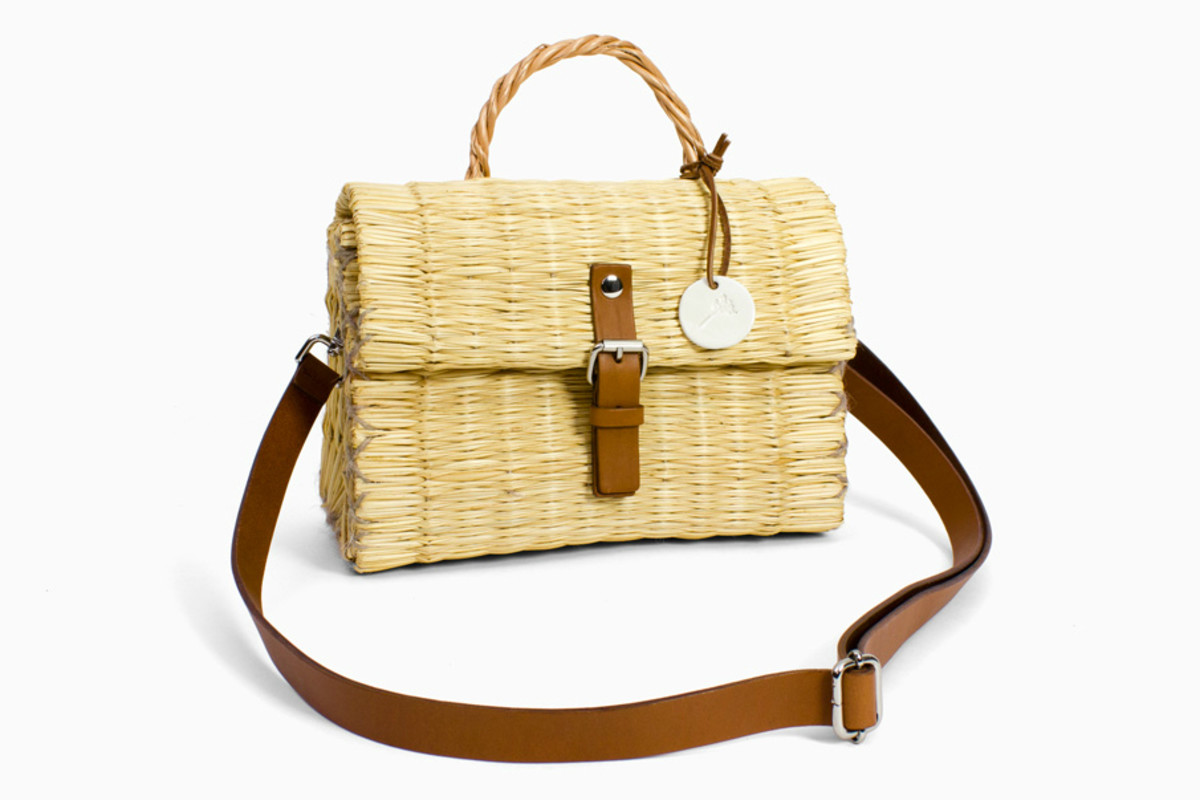 """Plain"" flapbag, €79 (about $96.88), available at Toino Abel."