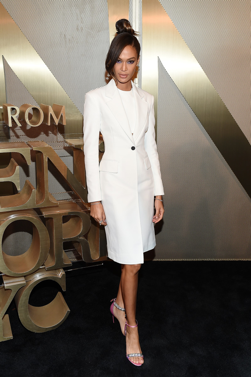 Is Joan Smalls Wearing Invisible Heels in These Paris Fashion WeekPhotos Is Joan Smalls Wearing Invisible Heels in These Paris Fashion WeekPhotos new pics
