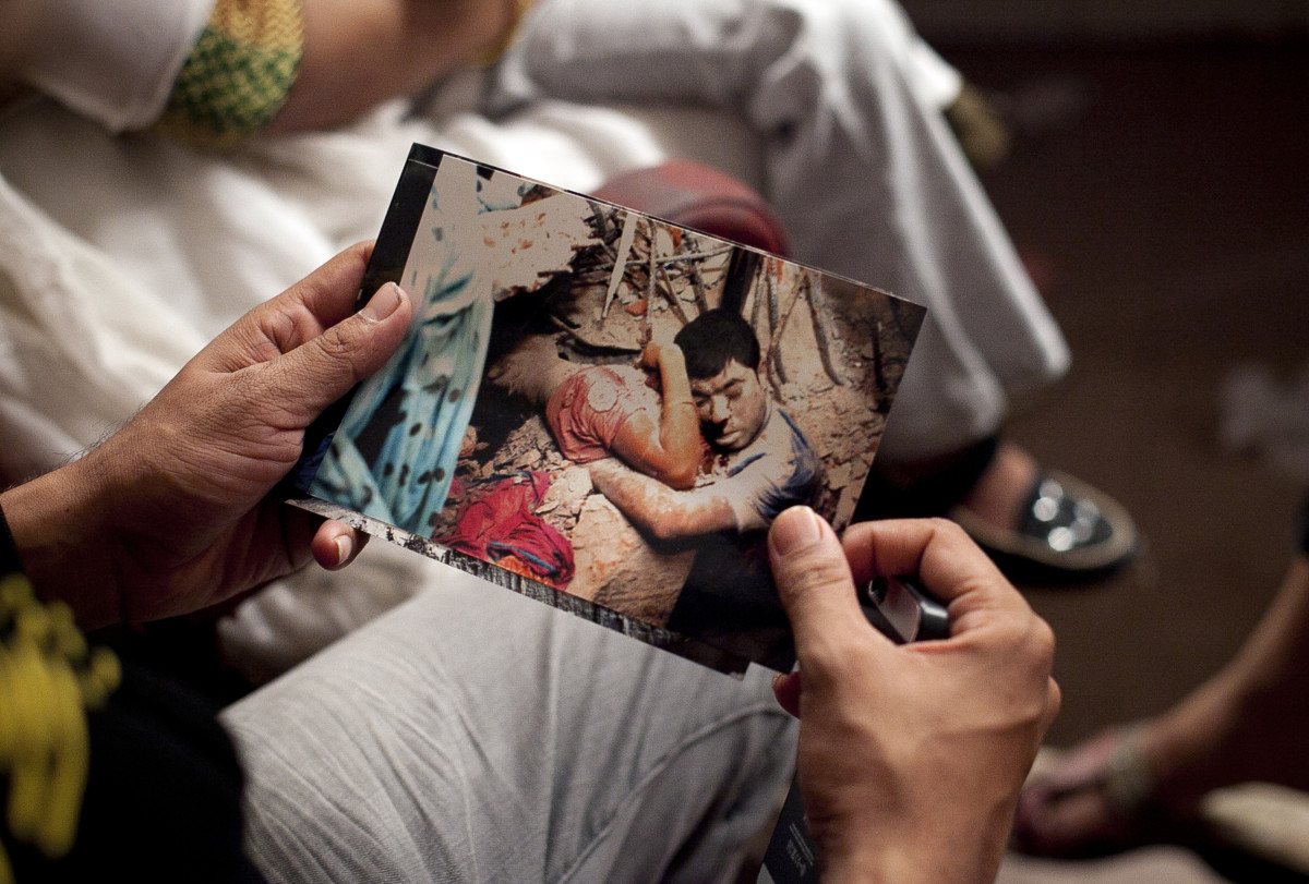 A Bangladeshi man holds a photo from the Rana Plaza disaster. Photo: Getty Images