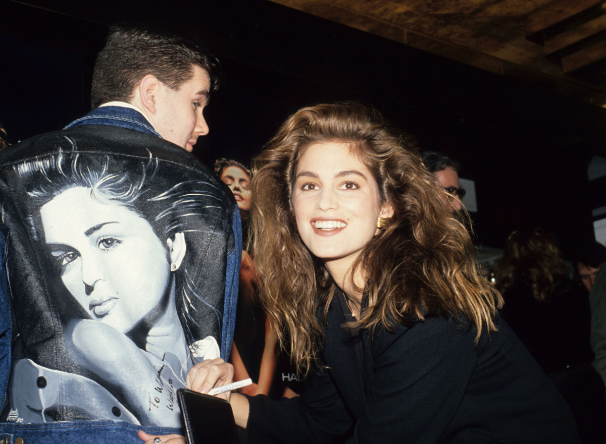 Cindy Crawford and a fan at Bloomingdale's in 1990. Photo: Rose Hartman/WireImage
