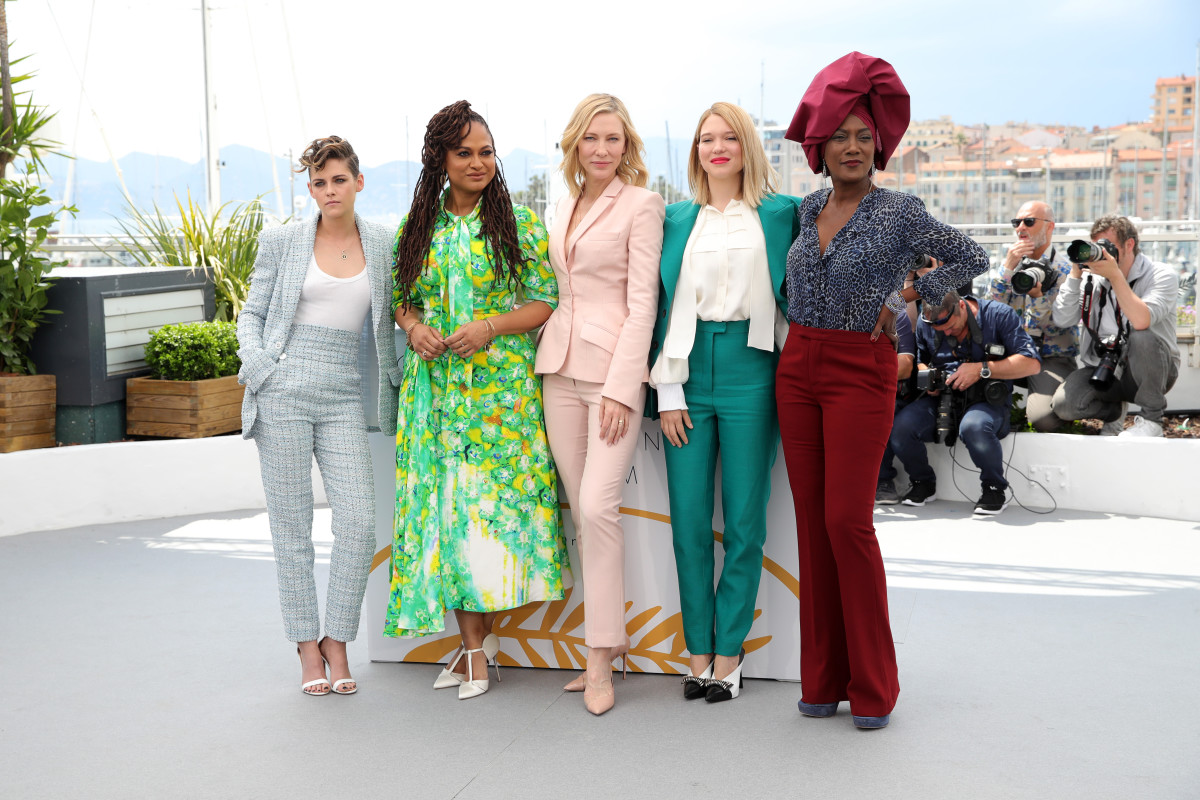Kristen Stewart in Chanel, Ava DuVernay in Prada, Cate Blanchett in Stella McCartney, Lea Seydoux in Louis Vuitton and Khadja Nin at the Jury photocall during the 2018 Cannes Film Festival. Photo: Andreas Rentz/Getty Images
