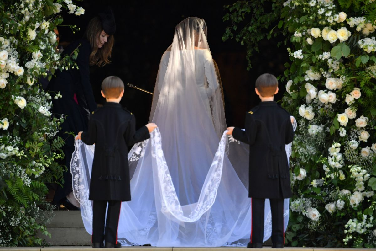 Meghan Markle Wedding Dress Designer Photo Style Fashionista