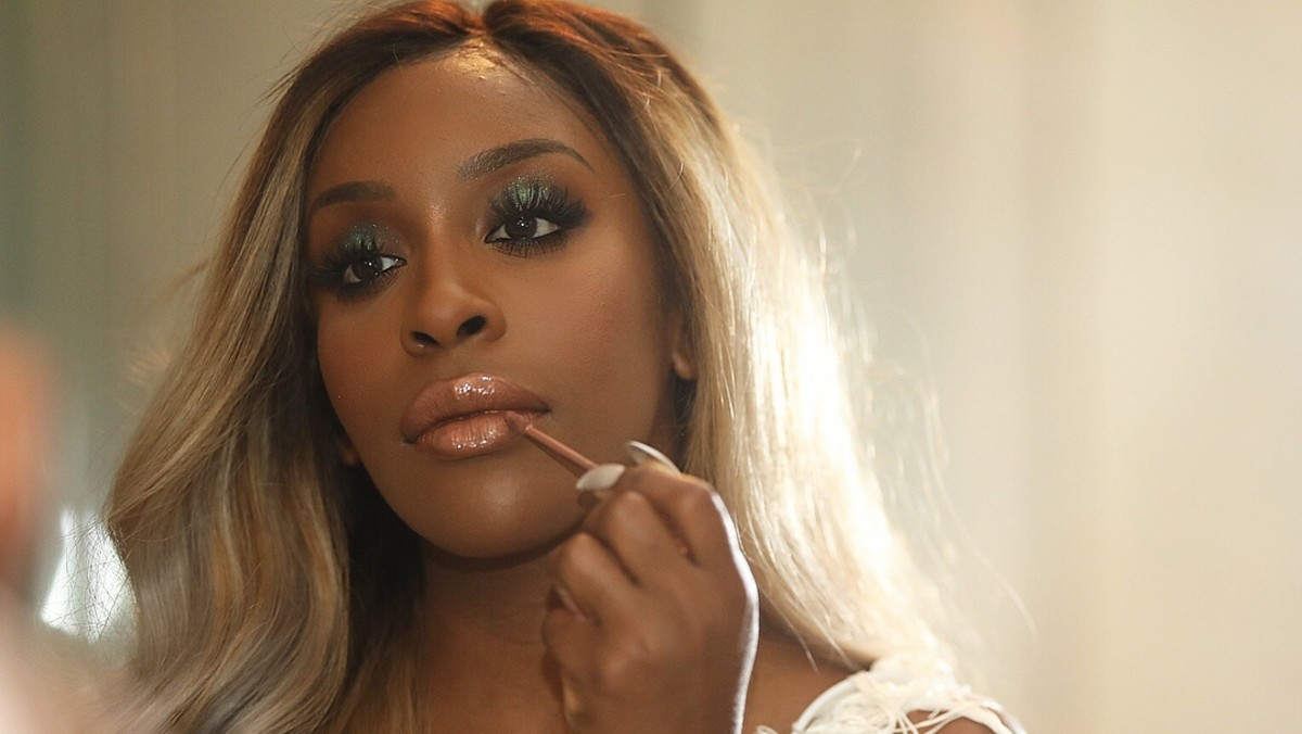How Jackie Aina Went From Army Reservist to Beauty Influencer Phenomenon and Activist - Fashionista