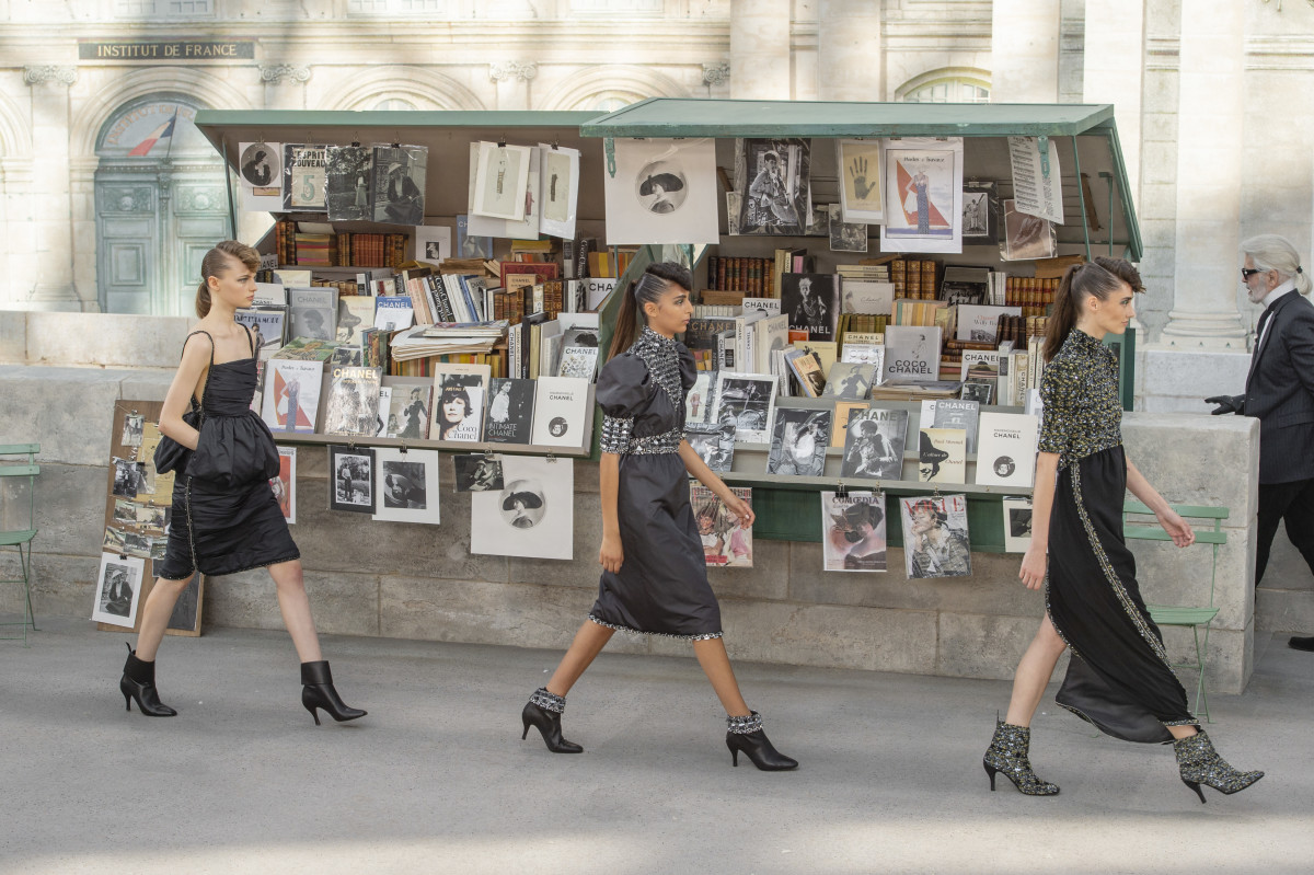 The finale of Chanel Fall 2018 couture. Photo: Imaxtree