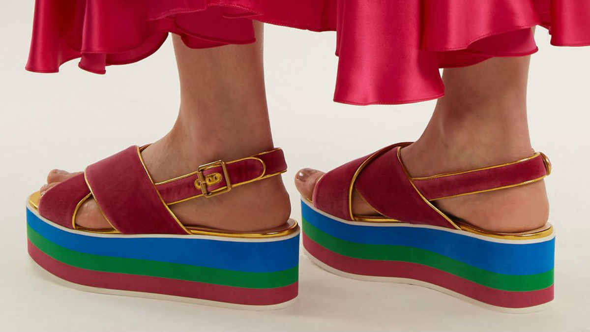 89e6924a60ad 26 Pairs of Flatform Sandals in Which to Relive the  90s - Fashionista