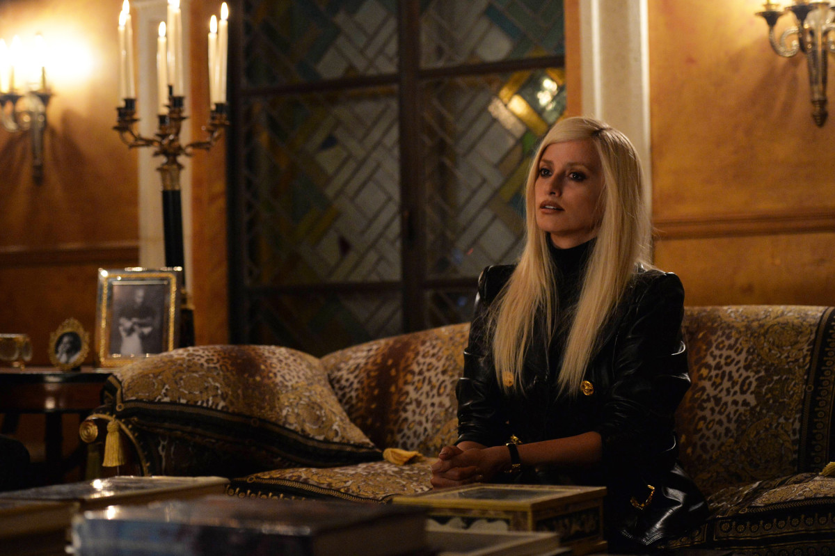 Donatella Versace (Penelope Cruz) in 'The Assassination of Gianni Versace: American Crime Story,' with Emmy-nominated costume design by Lou Eyrich. Photo: Jeff Daly/FX