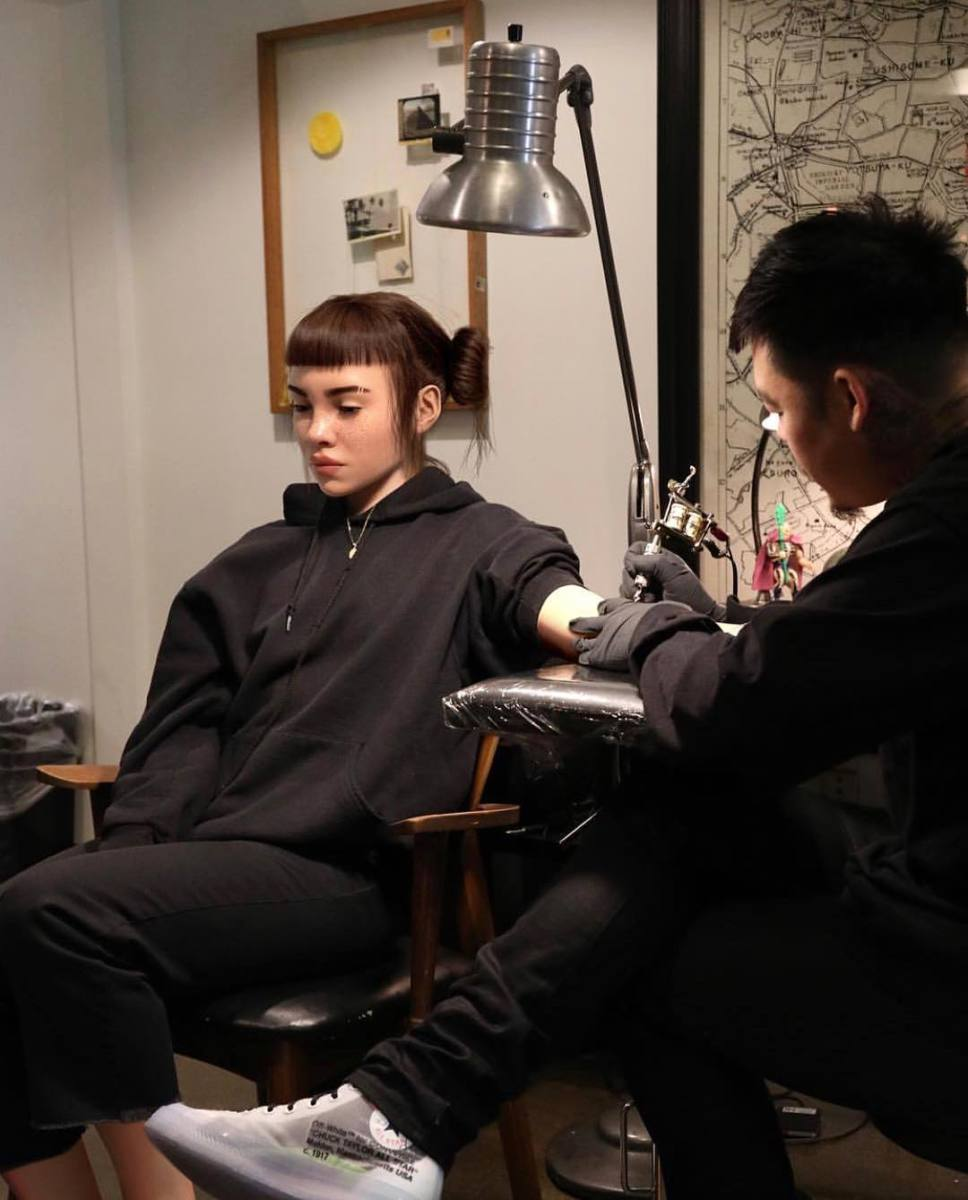 Dr. Woo tattooing Lil Miquela. Photo: @_dr_woo_/Instagram