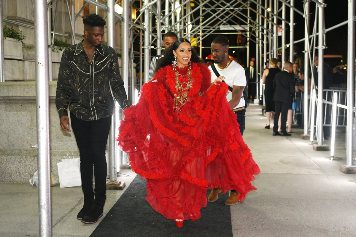 Cardi B., wearing shoes, on her way into the 'Harper's Bazaar' celebrates fifth 'Icons By Carine Roitfeld' presented by Infor, Estée Lauder, Saks Fifth Avenue, Fujifilm instax®, Genesis, and Stella Artois. Photo: Andrew Toth/Getty Images for 'Harper's Bazaar'