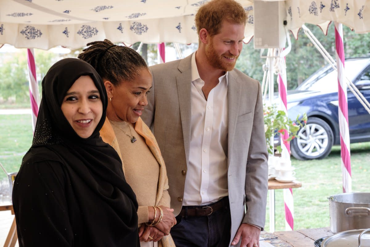 A member of the Hubb Community Kitchen with Doria Ragland and Prince Harry. Photo: @KensingtonRoyal/Twitter