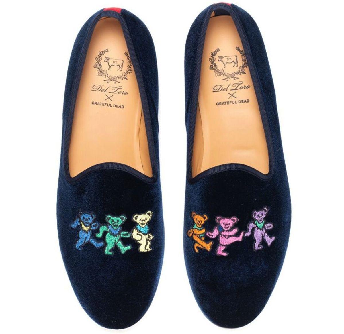 Del Toro x Grateful Dead slippers. Photo: Del Toro
