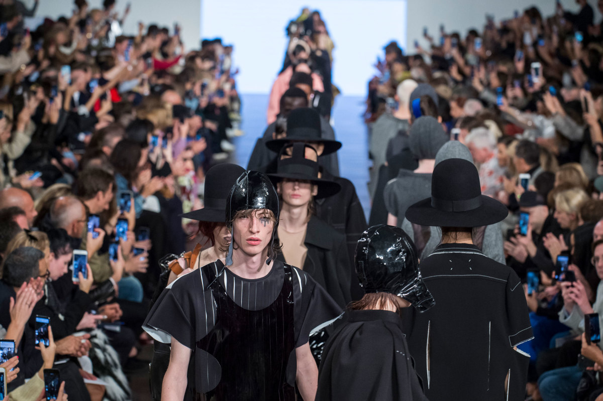 The finale at Maison Margiela's Spring 2019 show. Photo: Imaxtree